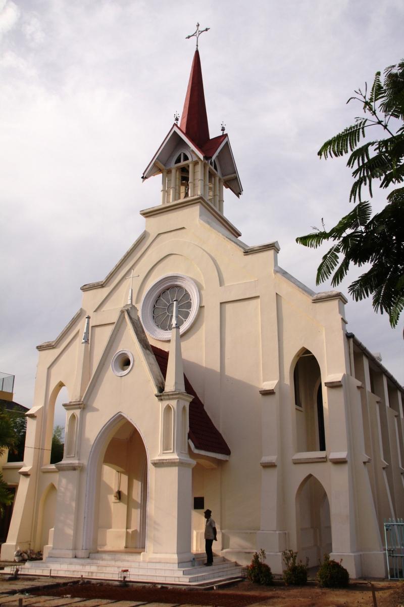 Mengunjungi Gereja Katolik di Sumbar