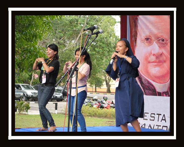 Sr Louis Saragih FCJM sebagai mengisi acara dalam temu acara perayaan St Maria Guido Conforti 2013 / Dok. Admin