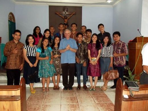 Pengurus OMK Rajawali 2014 - 2015 bersama Pastor Franco Qualizza SX