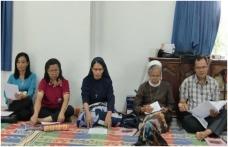 Seksi Sosial Paroki sedang menjelaskan program kerja