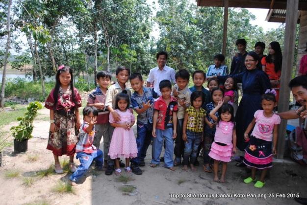 Bersama anak-anak / Foto Ren