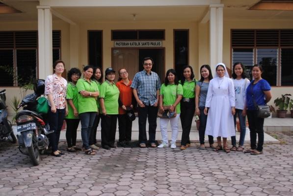 Tim Seksi Sosial bersama para Dokster bersiap berangkat untuk menggelar Pengobatan Murah / Foto Admin