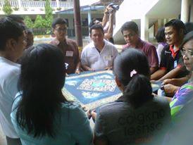 Permainan kerjasama antar peserta rekoleksi DPP se Riau Daratan, Duri 20 - 22 maret 2015 / Foto Alvon Simamarta Paroki Perawang