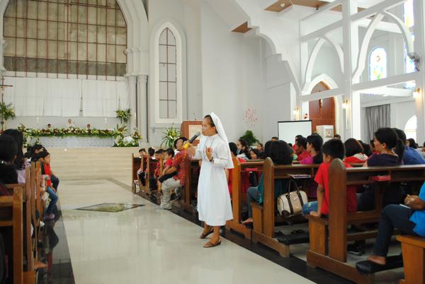 Suster Louis Saragih FCJM memberikan homily bagi anak-anak / Foto Aurea VP