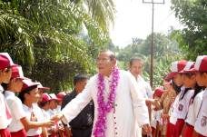 Kunjungan Mgr Martinus D Situmorang OFM Cap ke Stasi St Veronika Palas 2010 / Dok. Admin