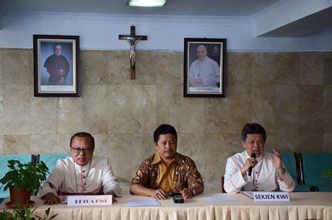 Pimpinan KWI 2015-2018: Ketua Mgr. Ignatius Suharyo, Sekjen Mgr. Anton Subianto OSC / Foto SAGKI