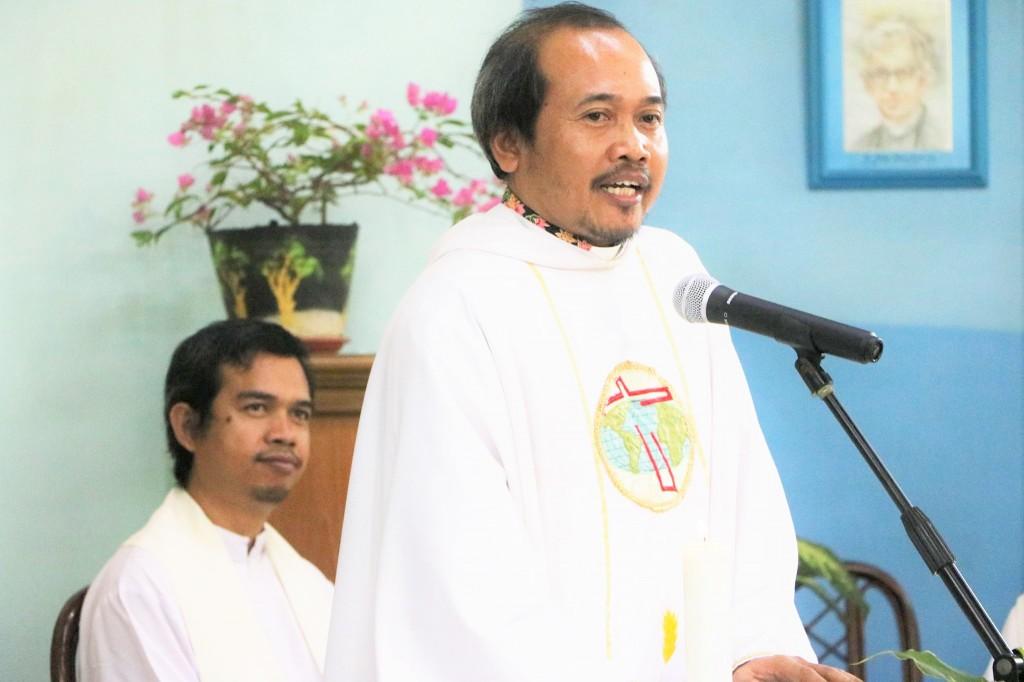 P.Anton saat homili (Kredit Foto: Frater Xaverian)